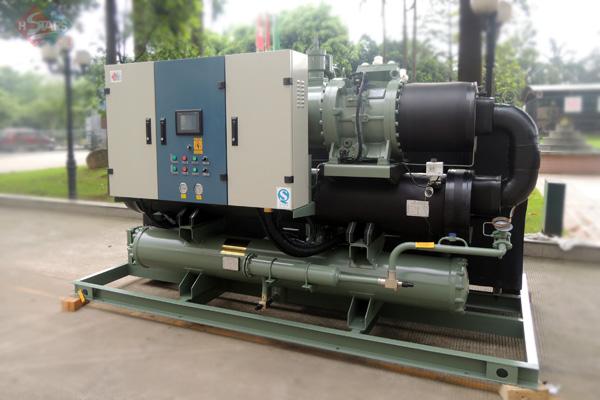 无锡厂房中央空调工业专用螺杆式水冷工业机组5